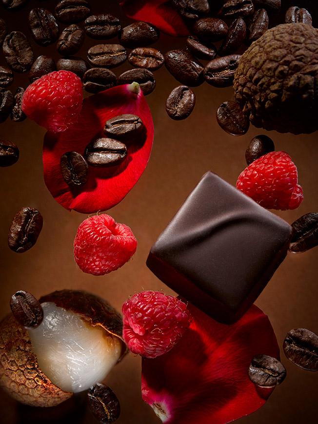 作品(高級チョコレート、プレゼントで包み込む様子)